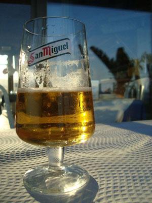 Испанское пиво. Фото бокала Крузкампо не оказалось. Но Сан Мигель - тоже неплохое пиво =)