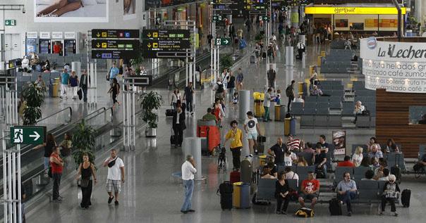Аэропорт города Малага, Испания. Пассажирский терминал