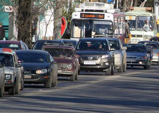 Справиться с пробками  на дорогах поможет наука.  И политическая воля