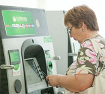 Пенсионеры переходят на банковские карты Сбербанка