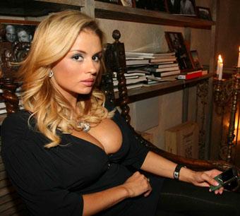 Анна Семенович: «Интересно говорить о моей груди? Говорите!»