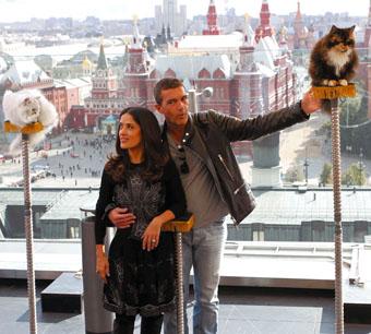 Мегазвездный десант. Бритни Спирс, Антонио Бандерас и Сальма Хайек прилетели в Москву одновременно