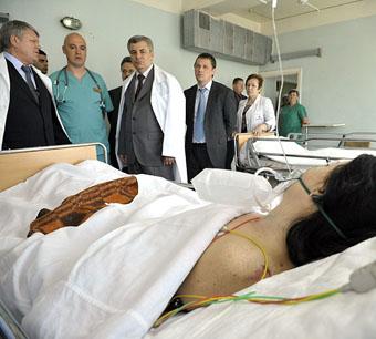 Валерий Зеренков и Арсен Каноков  посетили  пострадавших в аварии