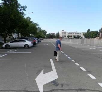Парковка  на площади - нужна!