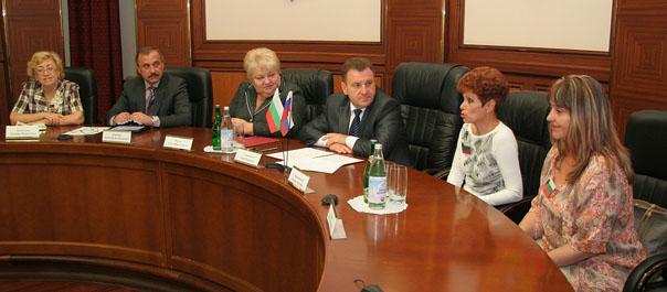 В администрации города встретили гостей из Болгарии
