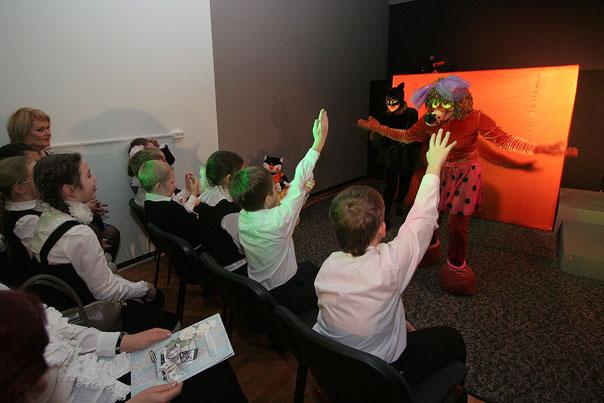 В театре кукол отметили новоселье