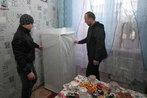 Холодильник и шкаф -  на улицу Мимоз!