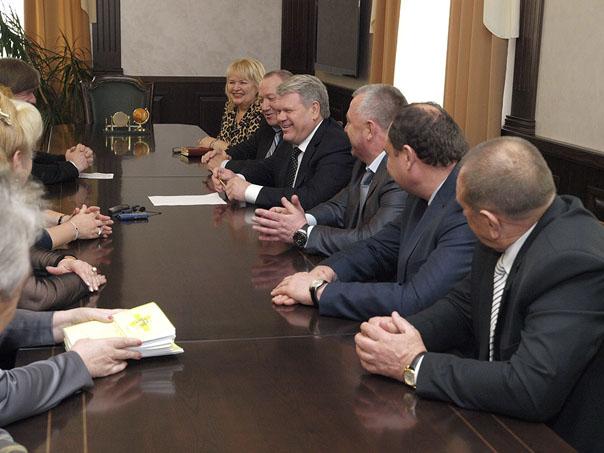 Губернатор поздравил Совет руководителей Октябрьского района с десятилетием