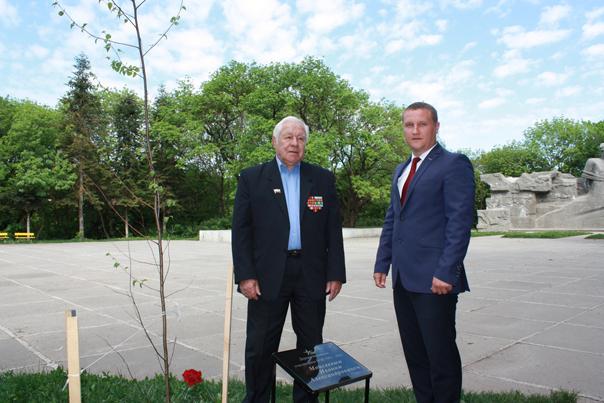 На Памятной Аллее появились имена ветеранов