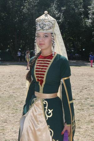 На молодежном форуме отметили  День Российского флага