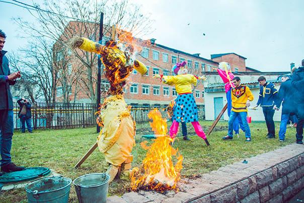 Студенты СтГМУ отпраздновали Масленицу и попрощались с зимой