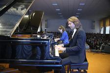 Дмитрий Маликов провёл «урок» в Ставропольской музыкальной школе