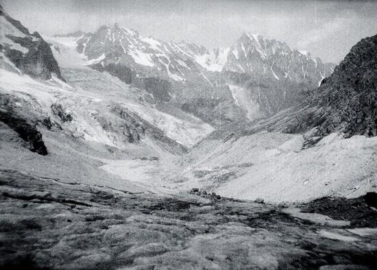 Вид с Местийского ледника.