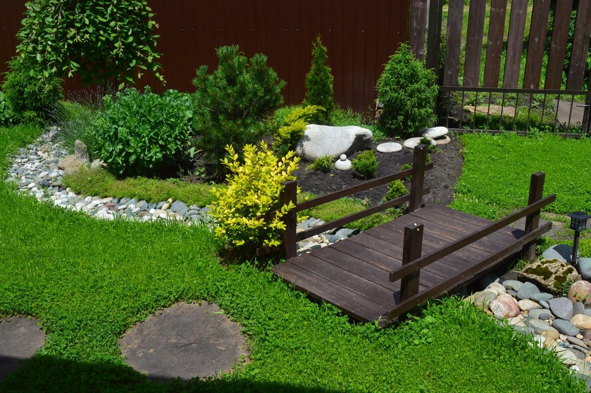 Декоративный ручеек в саду своими руками 100