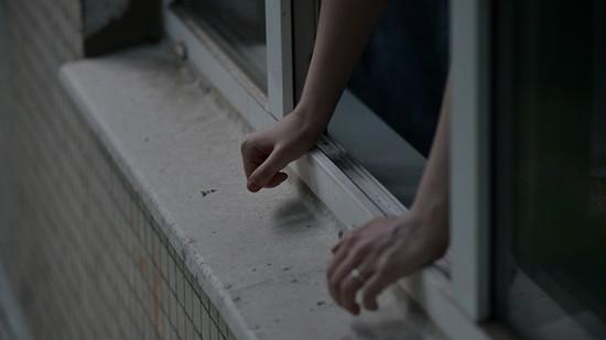 ВНевинномысске мужчина понеосторожности выпал изокна на9 этаже
