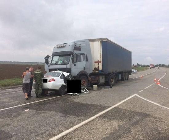 НаСтаврополье трое погибли при столкновении легковушки с грузовым автомобилем