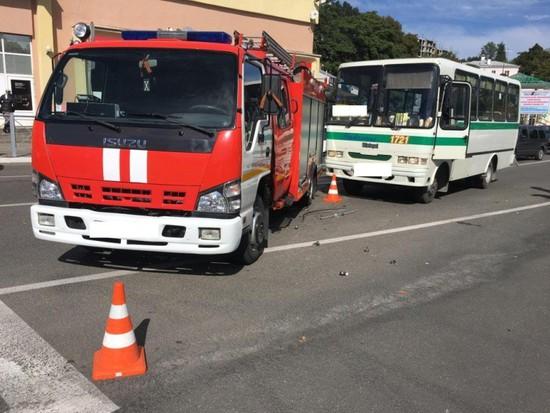 ВКисловодске столкнулись автобус ипожарная машина