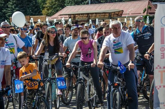 Градоначальник вместе ссотнями ставропольчан участвовал впраздничном велопробеге