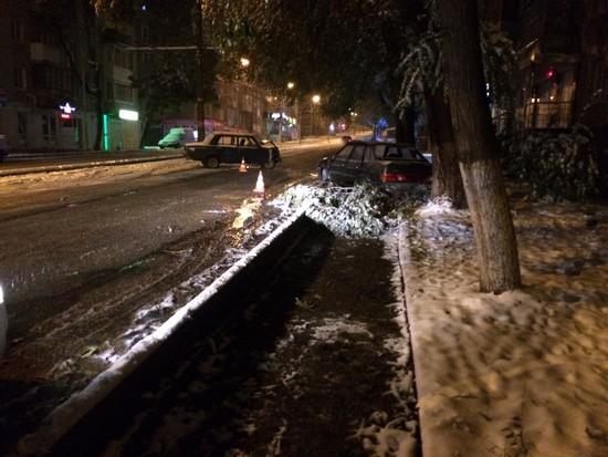 Вцентре Пятигорска столкнулись две легковушки, пострадала девушка