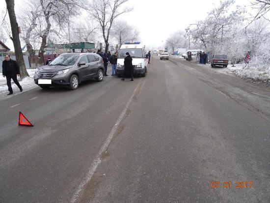 НаСтаврополье иностранная машина  сбила бабушку свнучкой