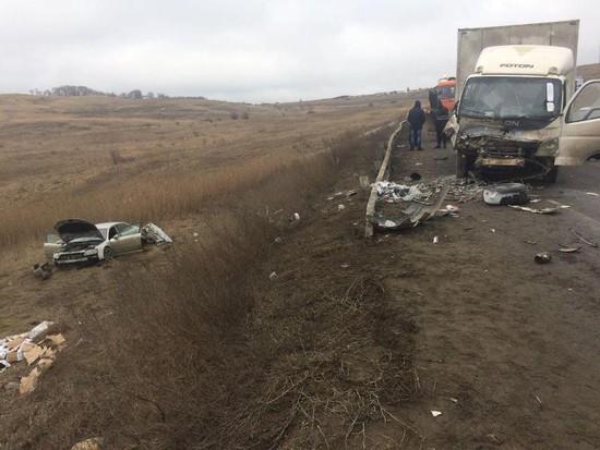 Шофёр Ауди A8 пострадал втройном ДТП с грузовым автомобилем наСтаврополье