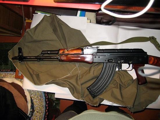 ВСтаврополе парни устроили стрельбу изавтомата вгаражном кооперативе
