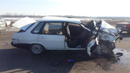 Две машины столкнулись на«встречке» вГеоргиевском районе, один изводителей умер