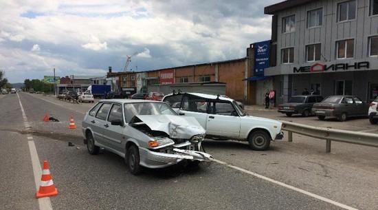 ВПредгорном районе попавший вДТП автомобиль протаранил магазин