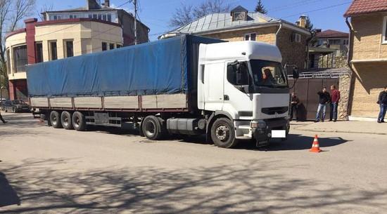 ВПятигорске пешеход попал под колеса грузового автомобиля