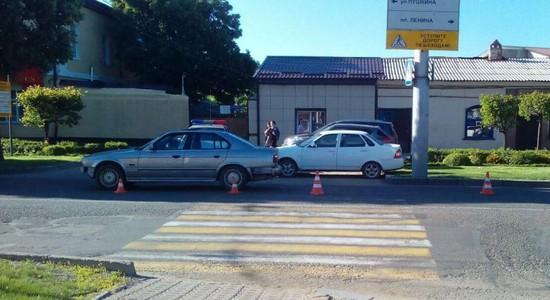 Шофёр на«BMW» сбил 2-х школьниц напереходе вСтаврополе