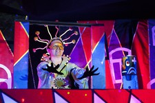 Сцены из спектакля «Тайна королевы Молнии».