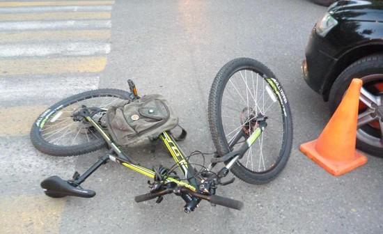 Вцентре Ставрополя Ауди сбила велосипедиста