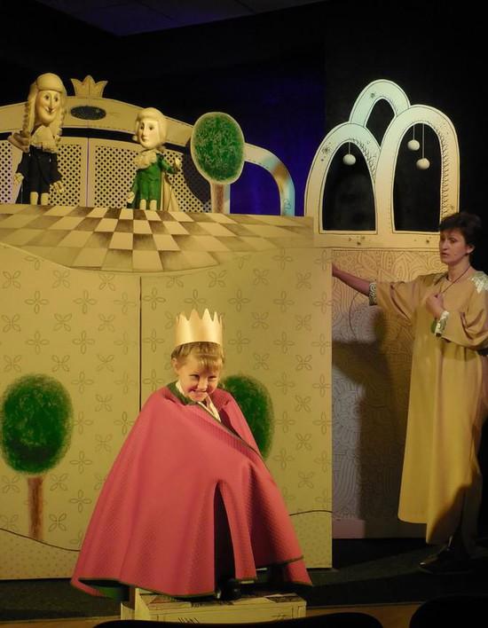 Одну принцессу нашли в зрительном зале.