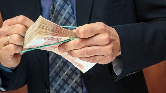 Босс бассейна наСтаврополье добивался от служащих делиться премиями