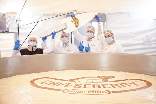 Самый большой чизкейк в мире приготовленный в Ставрополе  Самый большой чизкейк в мире приготовленный в Ставрополе официально занесен в Книгу рекордов Гиннесса