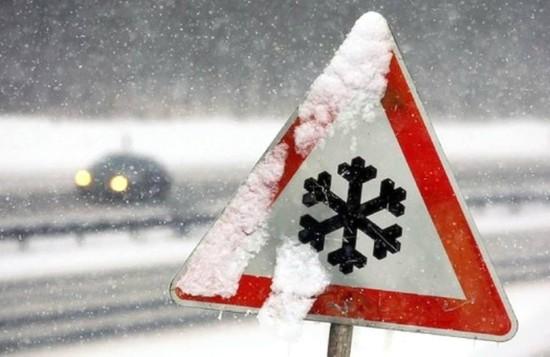 Участок дороги на Минводы перекрыли из-за снегопада
