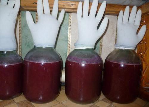 Гражданин  Невинномысска похитил  усоседки 50 литров домашнего вина