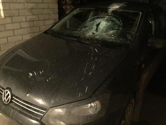 Нетрезвый хозяин дома тесаком разбил машину арендатора вПятигорске