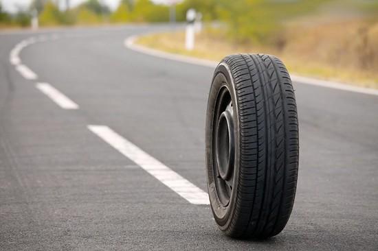 Взорвавшееся колесо фуры убило водителя ипассажира наСтаврополье