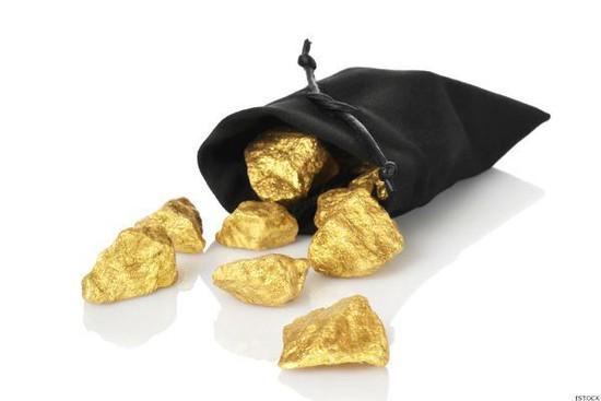 Пассажир поезда с незаконным золотом пытался дать взятку полицейскому