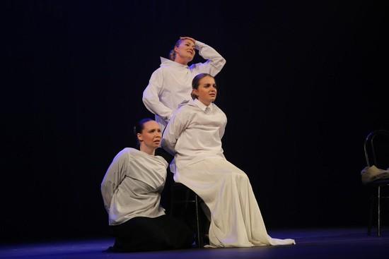 «Три сестры» (Полина Полковникова, Яна Фалина и Анастасия Поделякина).