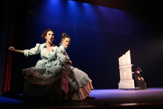 Бэлла Шахназарян, Ольга Клочко и Павел Луценко в сцене по рассказу И. Бунина «Постоялец».